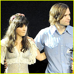 zooey-deschanel-engaged-ben-gibbard